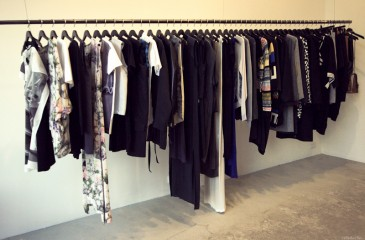 Шоу-рум женской одежды в крупном ТРЦ