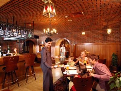 Круглосуточный кафе-бар.