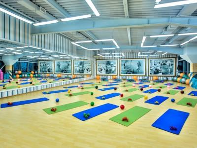 Известный фитнес клуб для женщин с помещением