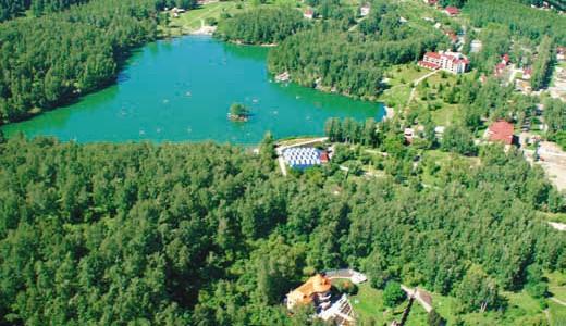 База отдыха на озере Ая с собственным прудом