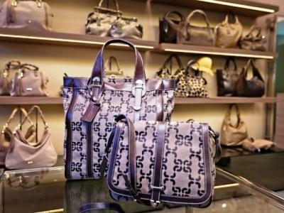 Магазин итальянских сумок в крупном ТЦ