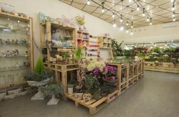 Оборудованный цветочный магазин (продано)