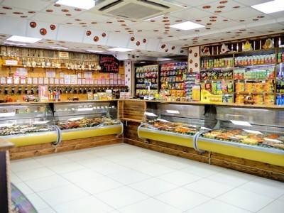 Популярный продуктовый магазин + разливное пиво
